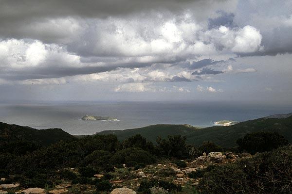Blick zur Insel La Giraglia