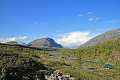Blick zur Brücke über den Tjäktjajåkka