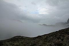 Wolken ziehen über die Lureggane-Ebene