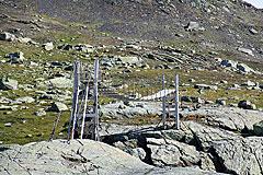 Sommerbrücke über den Abfluss des Nutavatnet