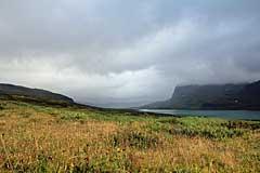 Regenwolken ziehen über den Alisjávri
