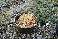 Pasta mit Tomate und Walnüssen