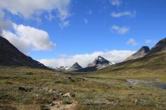 Visdalen mit den Gipfeln Tverrbytthornet und Kyrkja