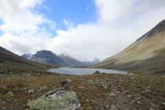 Blick durch die Kyrkjeglupen-Schlucht zum ersten See Panna