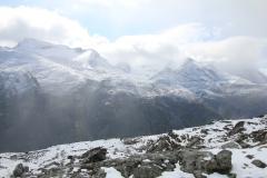 Wanderer oberhalb Bukkelægret am Gjende-See