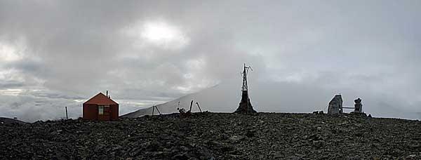 Hütte und Geräte des Pårtetjåkkå Observatorium