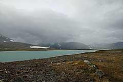 Am Ufer des Luohttojávrre