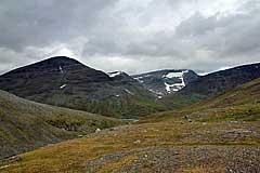 Álggavágge mit Alkavare und Lánjetjåhkkå
