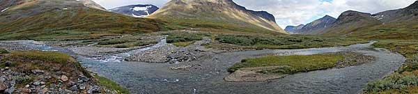 Furt des Álggajåhkå und Fluss des Vattendelarglaciären