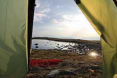 Zelt am See auf dem Vállevárre