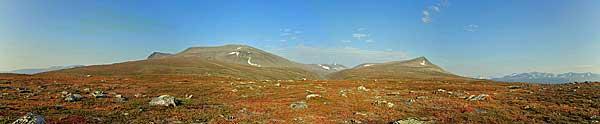Blick über den Vállevárre mit Tarrekaise-Massiv und Vállespiken